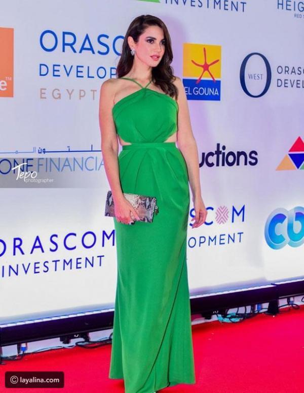 56c794842 مجلة زهرة السوسن - تعرفوا على سعر فستان درة الأخضر الذي خطف الأنظار في  مهرجان الجونة